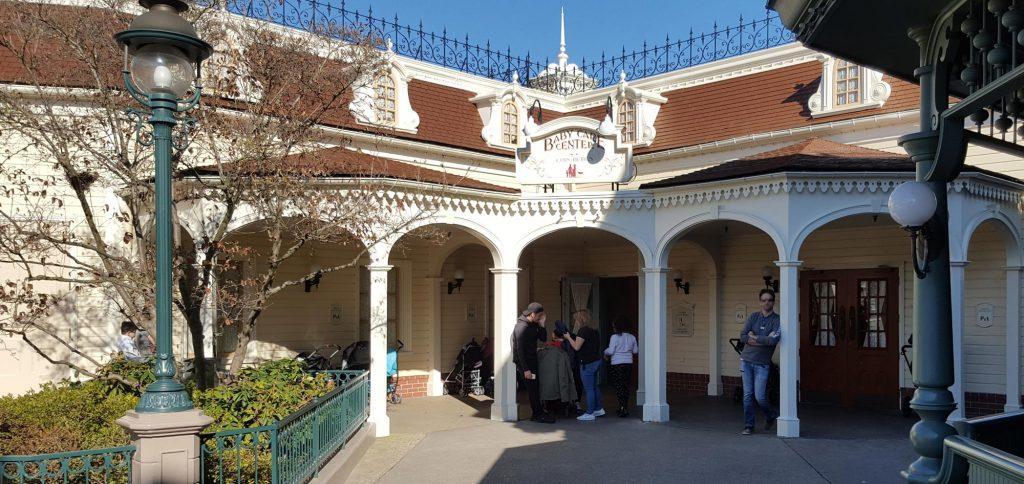 Baby Care - Lost Children Center im Disneyland Park