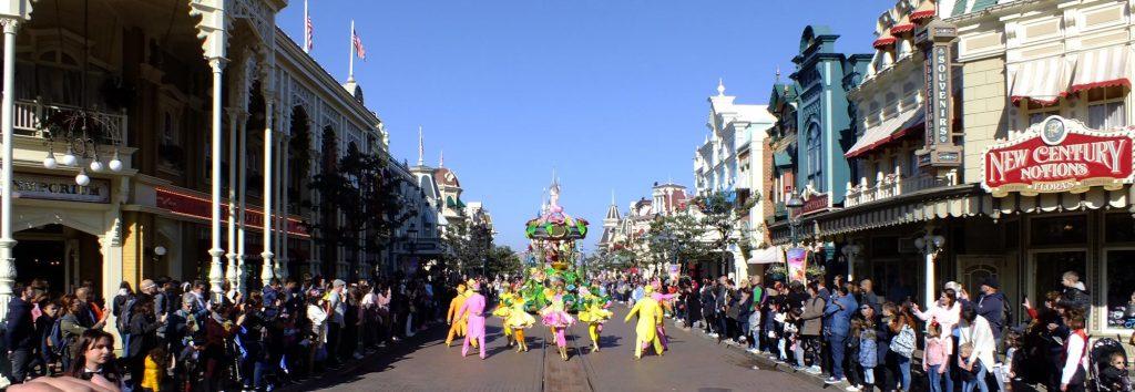 Parade in der Prachtstrasse