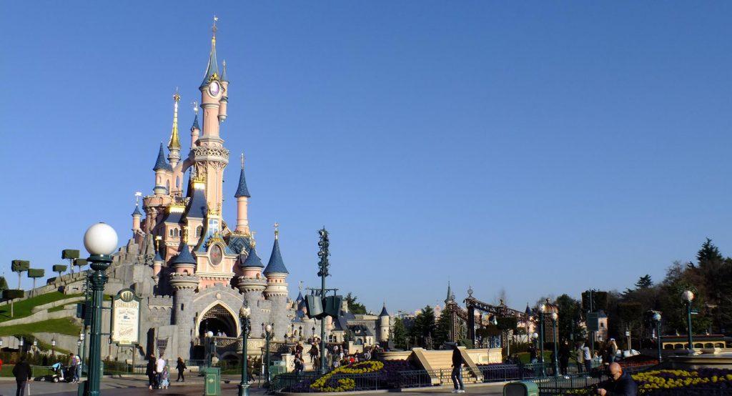 Das Wahrzeichen des Disneyland Parks, Le Château de la Belle au Bois Dormant, das Dornröschenschloss